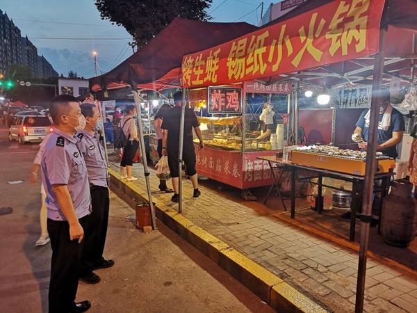 """哈尔滨香坊公安分局甘愿做地摊经济的""""护航员"""""""