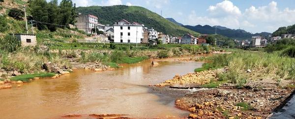 湖南涟源:非法制沙有几多?清清涓水变红河!