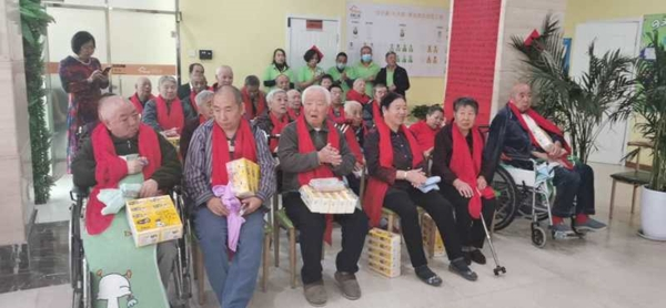 长吉图文化传媒公司到朝阳区邻里之家养老院献爱心